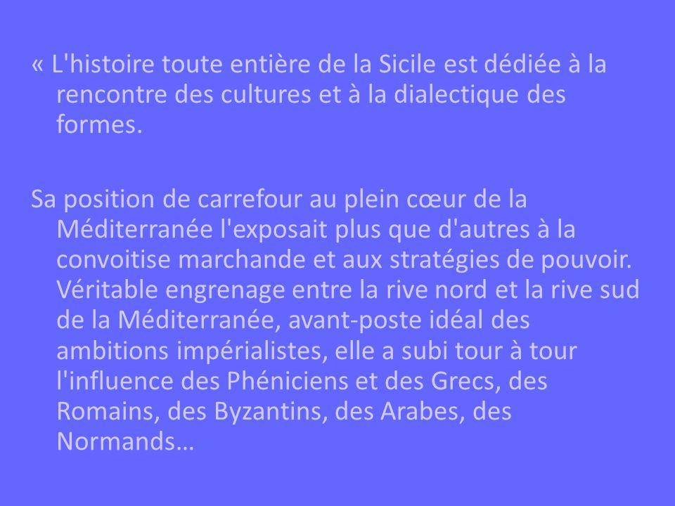 Mais les civilisations successives qui s y sont fixées ont toujours entretenu un subtil dialogue, sans doute favorisé par l hétérogénéité des populations autochtones, et les splendides œuvres d art qui sont issues du contact entre les civilisations et dont lart arabo-normand est un ensemble unique dans le panorama européen.