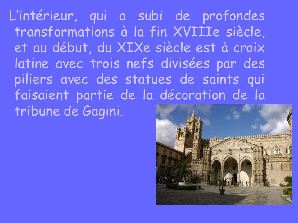 Lintérieur, qui a subi de profondes transformations à la fin XVIIIe siècle, et au début, du XIXe siècle est à croix latine avec trois nefs divisées pa