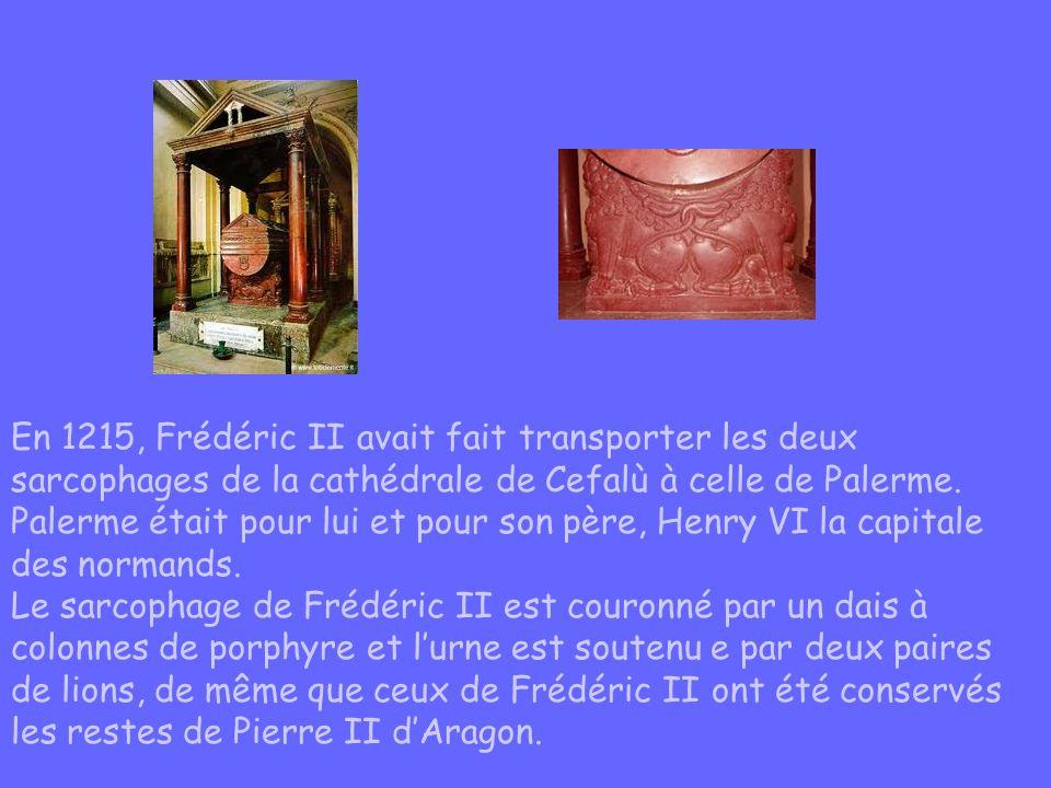 En 1215, Frédéric II avait fait transporter les deux sarcophages de la cathédrale de Cefalù à celle de Palerme. Palerme était pour lui et pour son pèr