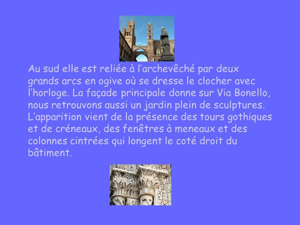 Au sud elle est reliée à larchevêché par deux grands arcs en ogive où se dresse le clocher avec lhorloge. La façade principale donne sur Via Bonello,