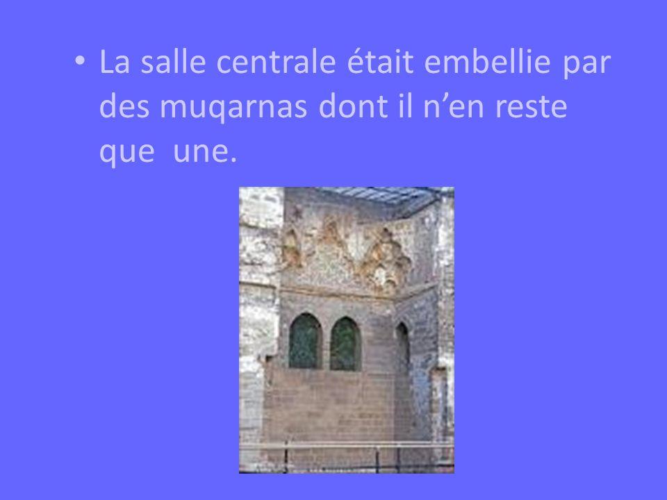 La salle centrale était embellie par des muqarnas dont il nen reste que une.
