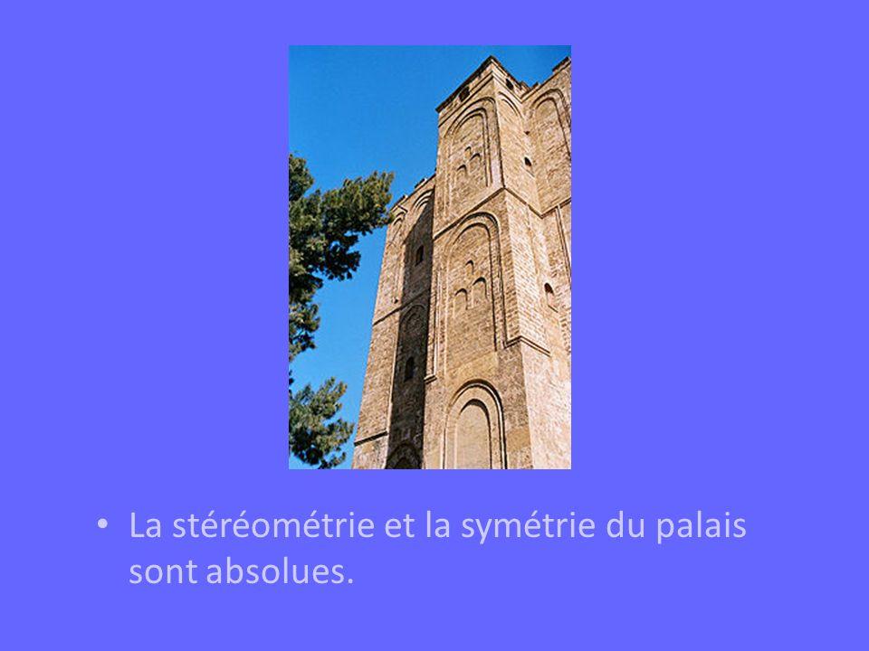 La stéréométrie et la symétrie du palais sont absolues.