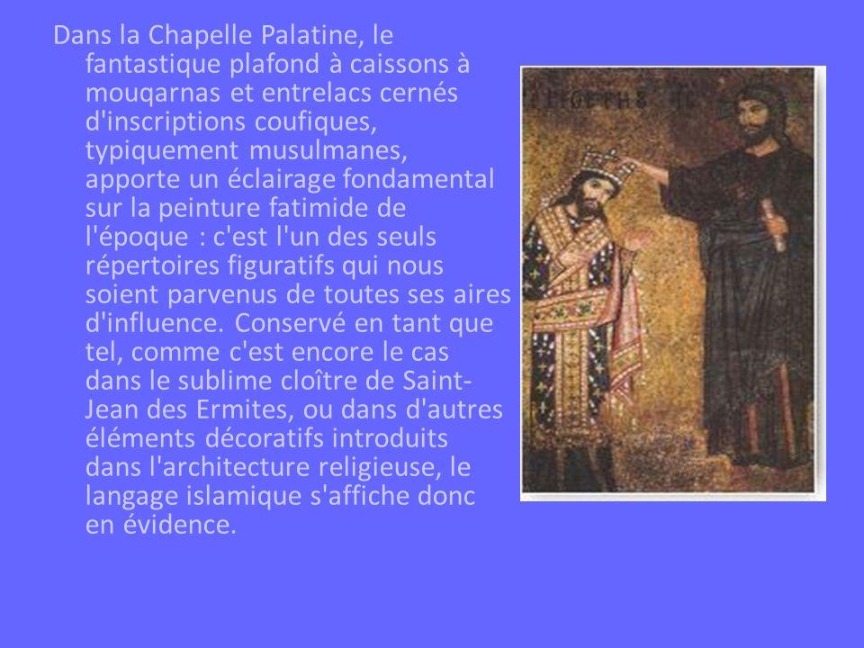 Dans la Chapelle Palatine, le fantastique plafond à caissons à mouqarnas et entrelacs cernés d'inscriptions coufiques, typiquement musulmanes, apporte