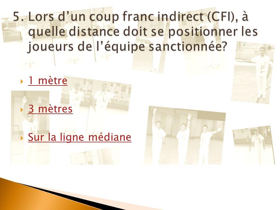 Cliquez ici pour afficher la question suivante Quand larbitre siffle un CFI, il indique avec un bras lendroit où il doit être exécuté et avec lautre b
