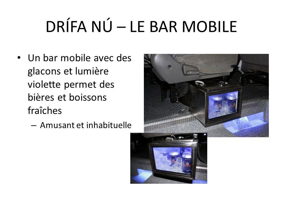 Un bar mobile avec des glacons et lumière violette permet des bières et boissons fraîches – Amusant et inhabituelle DRÍFA NÚ – LE BAR MOBILE