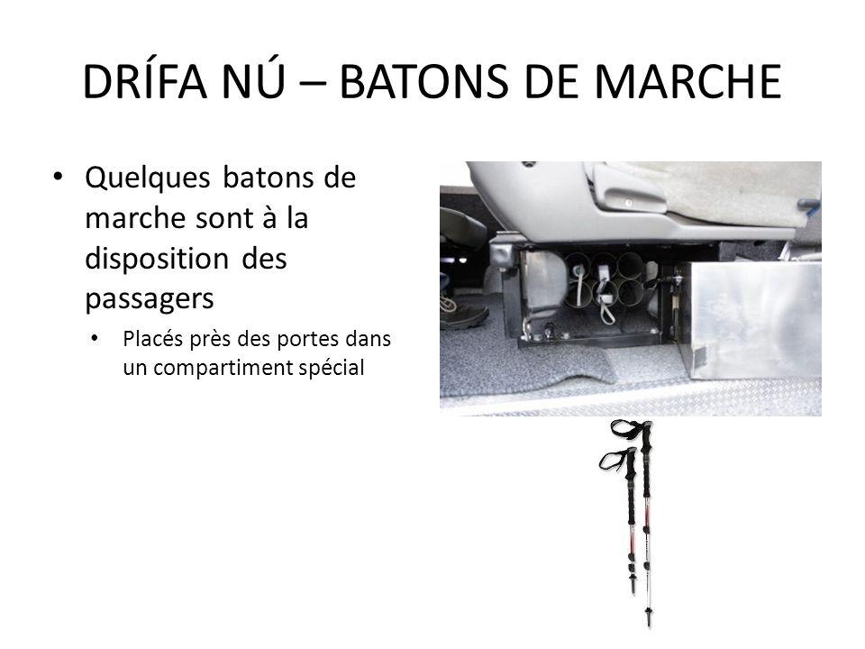 Quelques batons de marche sont à la disposition des passagers Placés près des portes dans un compartiment spécial DRÍFA NÚ – BATONS DE MARCHE