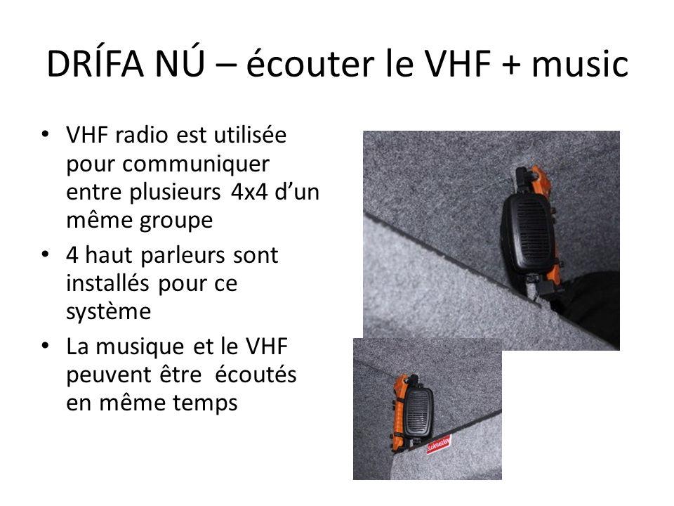 VHF radio est utilisée pour communiquer entre plusieurs 4x4 dun même groupe 4 haut parleurs sont installés pour ce système La musique et le VHF peuven