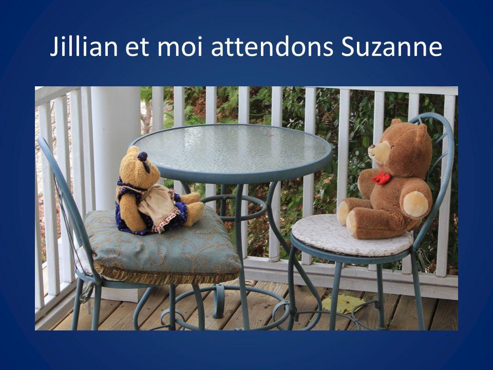 Jillian et moi attendons Suzanne