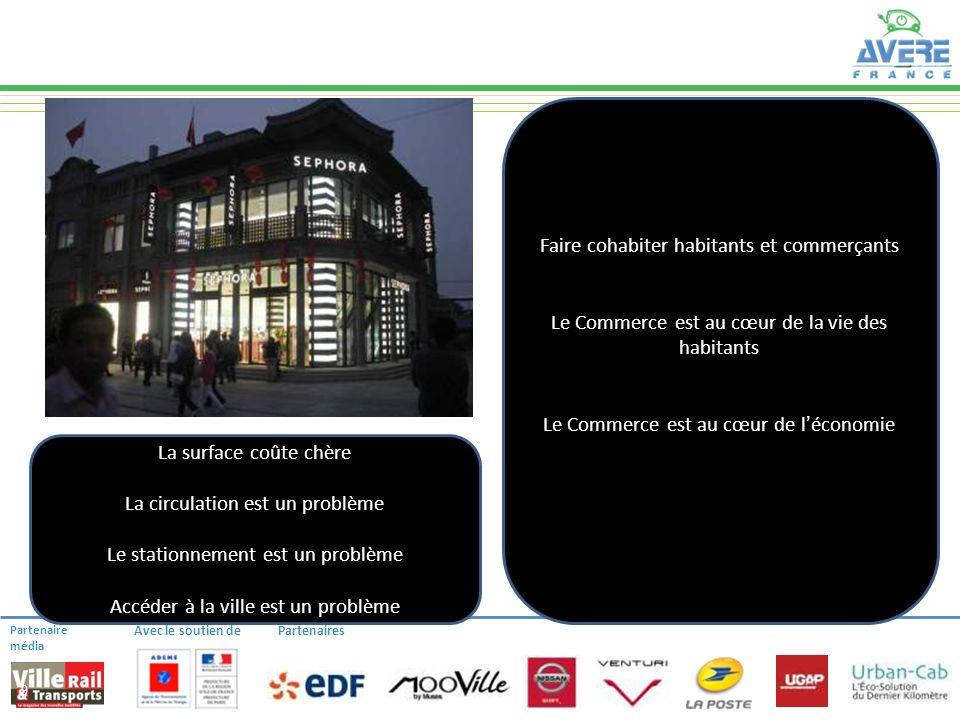 Partenaire média Avec le soutien dePartenaires LA LOGISTIQUE DE CENTRE-VILLE 9 Faire cohabiter habitants et commerçants Le Commerce est au cœur de la