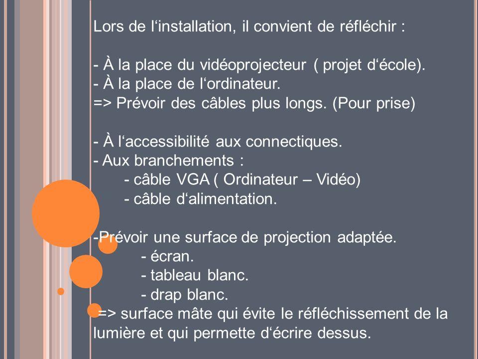 Lors de linstallation, il convient de réfléchir : - À la place du vidéoprojecteur ( projet décole). - À la place de lordinateur. => Prévoir des câbles