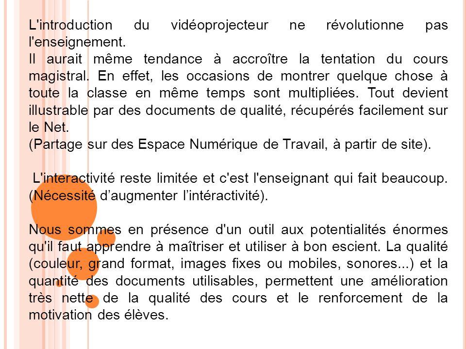 L'introduction du vidéoprojecteur ne révolutionne pas l'enseignement. Il aurait même tendance à accroître la tentation du cours magistral. En effet, l