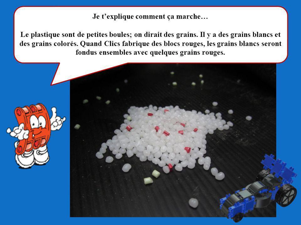 Je texplique comment ça marche… Le plastique sont de petites boules; on dirait des grains. Il y a des grains blancs et des grains colorés. Quand Clics