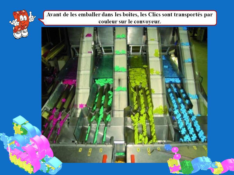 Avant de les emballer dans les boîtes, les Clics sont transportés par couleur sur le convoyeur.