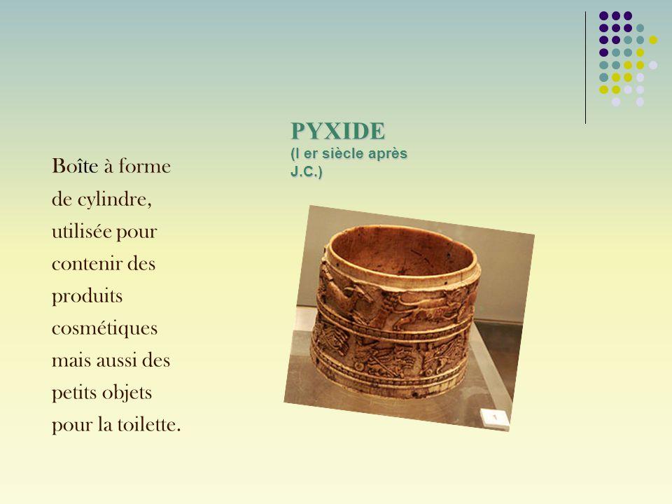 PYXIDE (I er siècle après J.C.) Bo îte à forme de cylindre, utilisée pour contenir des produits cosmétiques mais aussi des petits objets pour la toile