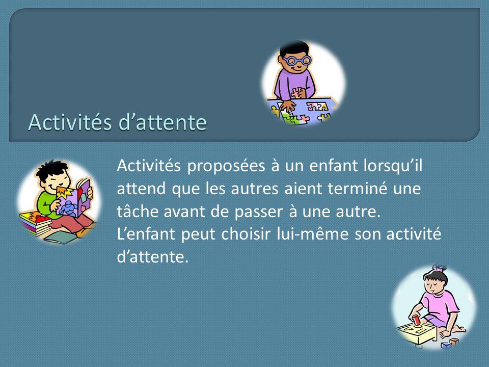 Activités proposées à un enfant lorsquil attend que les autres aient terminé une tâche avant de passer à une autre. Lenfant peut choisir lui-même son