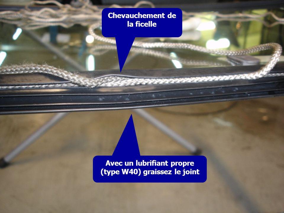 Chevauchement de la ficelle Avec un lubrifiant propre (type W40) graissez le joint