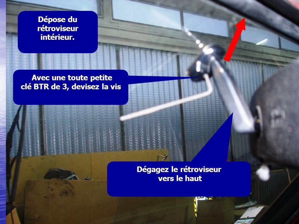 Dégagez le rétroviseur vers le haut Avec une toute petite clé BTR de 3, devisez la vis Dépose du rétroviseur intérieur.