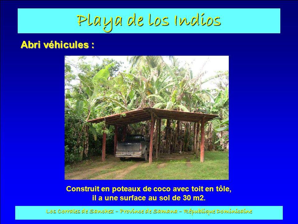 Playa de los Indios Los Corrales de Sanchez – Province de Samana – République Dominicaine Abri véhicules : Construit en poteaux de coco avec toit en t