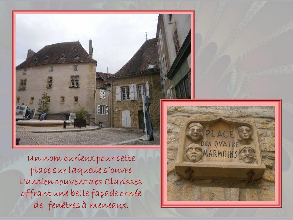 Découvrons maintenant le cœur historique de la ville avec, notamment, les vestiges datant des XIVe et XVe siècles, de lancien château fort qui apparti
