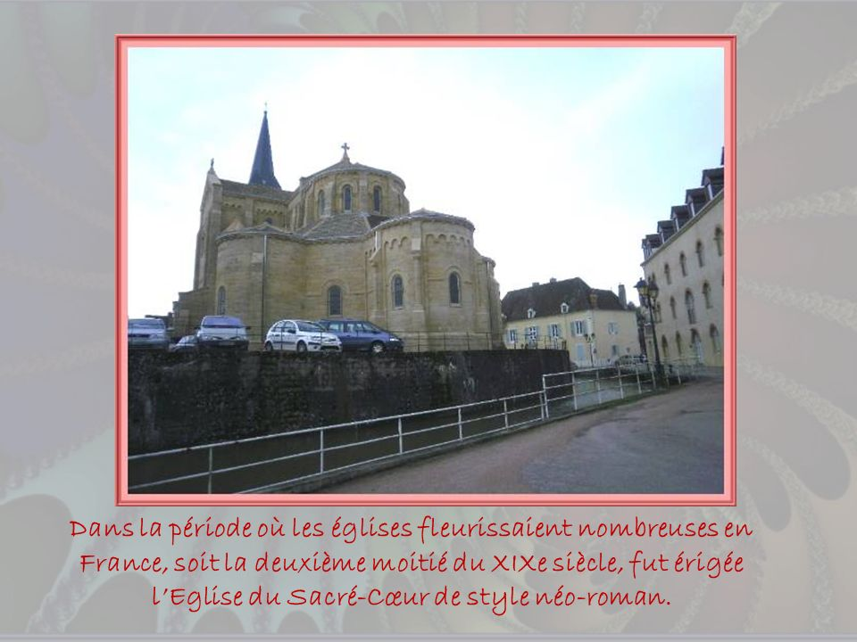 Sur la colline, un Prieuré fut fondé au Xe siècle mais les bâtiments actuels datent du XVe. On peut y admirer fenêtres à meneaux et escalier à vis dan