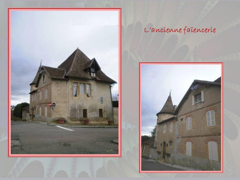 Cest en 1844 quHippolyte Prost fonda une faïencerie quil transféra en 1857 à lemplacement du château des Sires de la Magdeleine, face au Prieuré. Il u