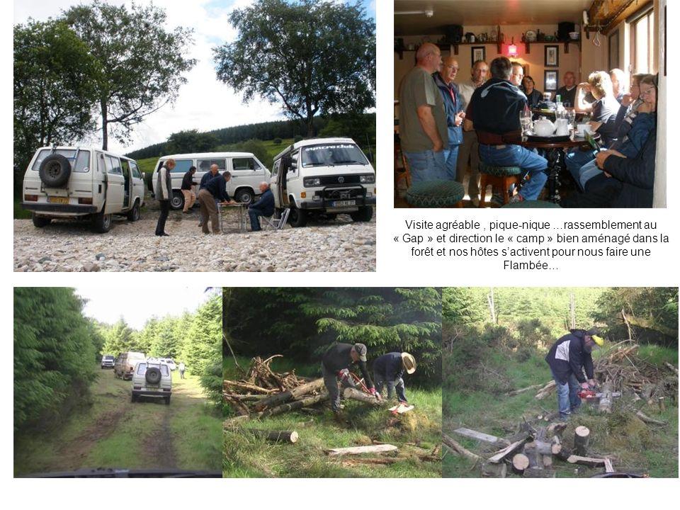 Visite agréable, pique-nique …rassemblement au « Gap » et direction le « camp » bien aménagé dans la forêt et nos hôtes sactivent pour nous faire une Flambée… visite