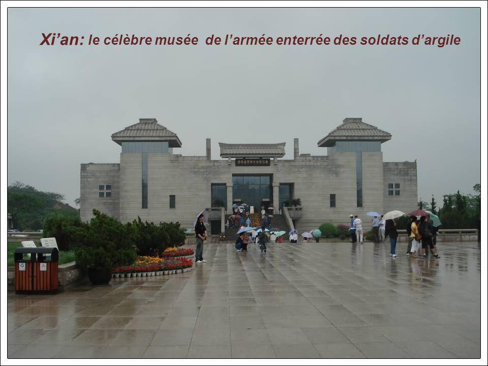 On y trouve le célèbre bateau de marbre le plus grand de chine