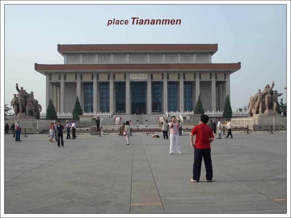 La tour de la flèche au sud de la place Tiananmen