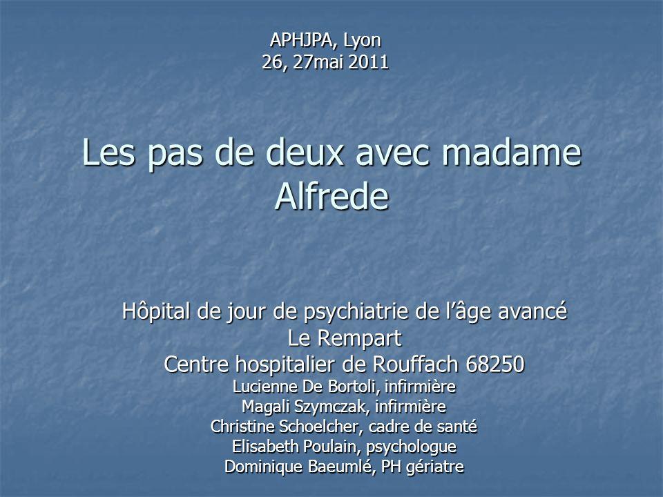 Les pas de deux avec madame Alfrede Hôpital de jour de psychiatrie de lâge avancé Le Rempart Centre hospitalier de Rouffach 68250 Lucienne De Bortoli,