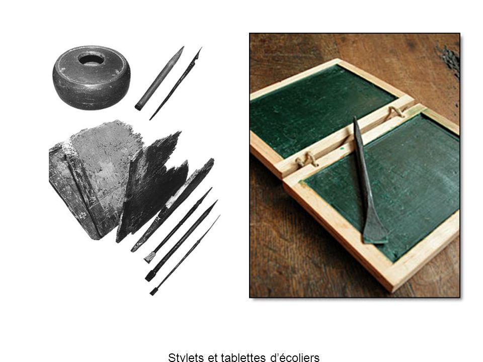 Capsa, boîte qui contenait les affaires de lécolier Reconstitution dun abacus qui servait à apprendre à compter