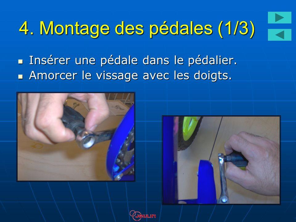 4. Montage des pédales (1/3) Insérer une pédale dans le pédalier. Insérer une pédale dans le pédalier. Amorcer le vissage avec les doigts. Amorcer le