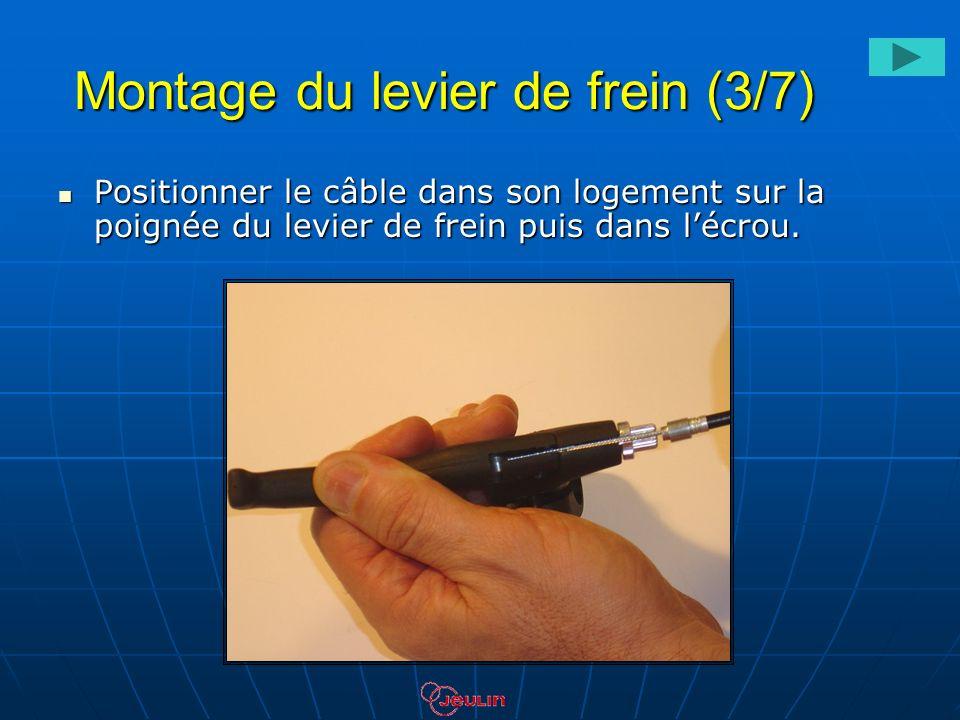 Montage du levier de frein (3/7) Positionner le câble dans son logement sur la poignée du levier de frein puis dans lécrou. Positionner le câble dans