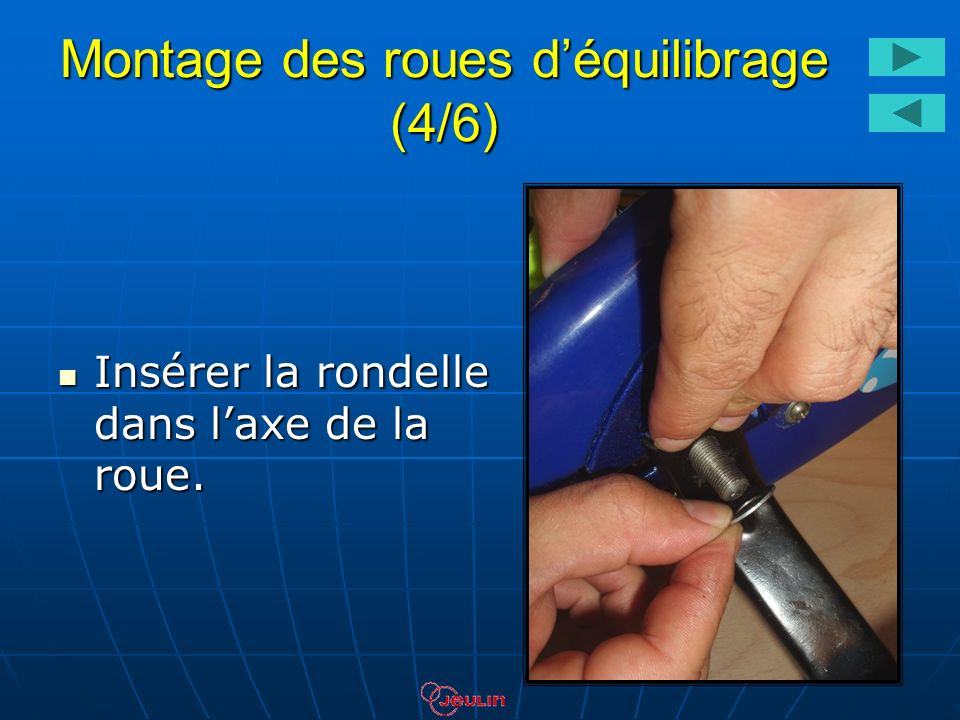 Montage des roues déquilibrage (4/6) Insérer la rondelle dans laxe de la roue. Insérer la rondelle dans laxe de la roue.