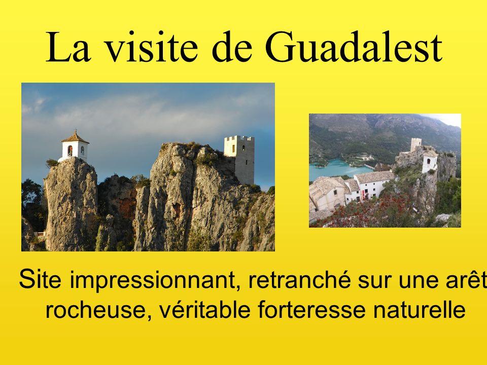La visite de Guadalest Si te impressionnant, retranché sur une arête rocheuse, véritable forteresse naturelle