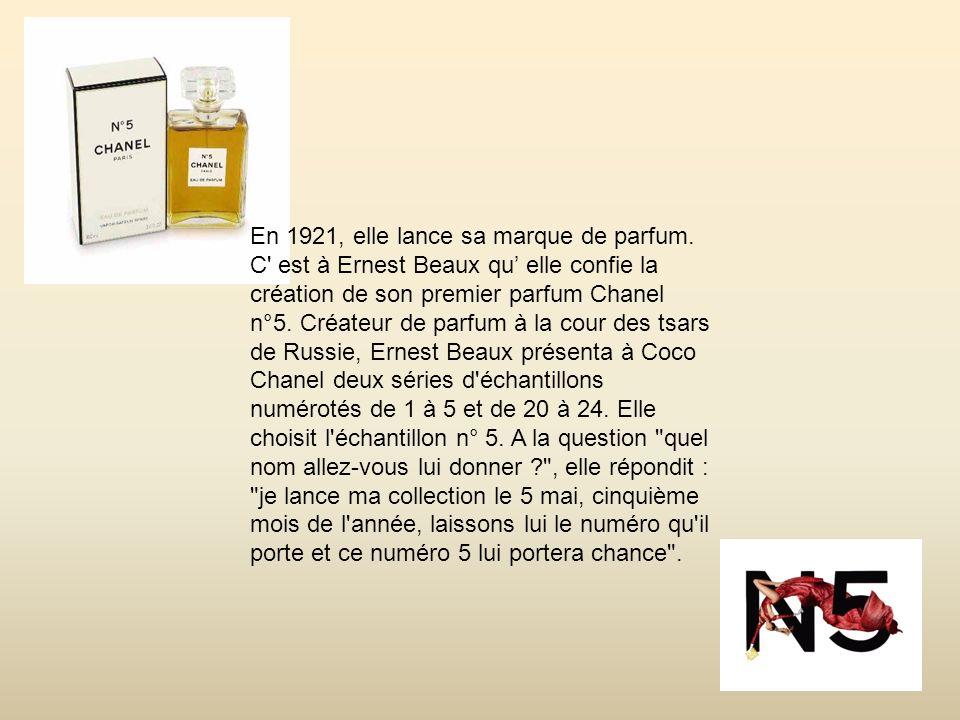 En 1921, elle lance sa marque de parfum.
