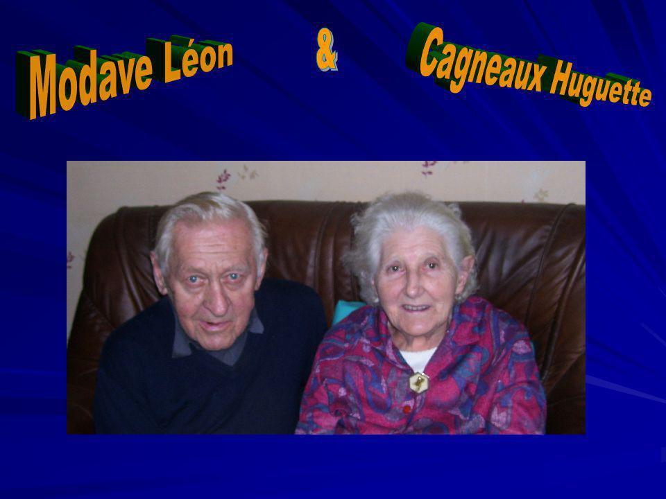 Monsieur et Mme Léon Modave et Cagneaux Huguette, vendent leur premier tracteur Président.