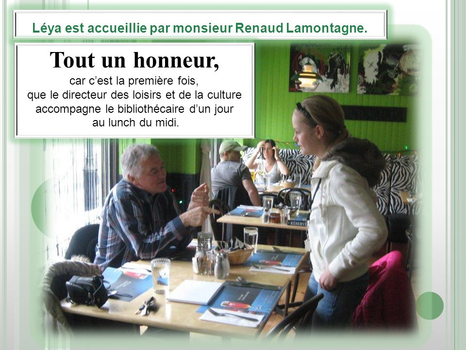 Léya est accueillie par monsieur Renaud Lamontagne. Tout un honneur, car cest la première fois, que le directeur des loisirs et de la culture accompag