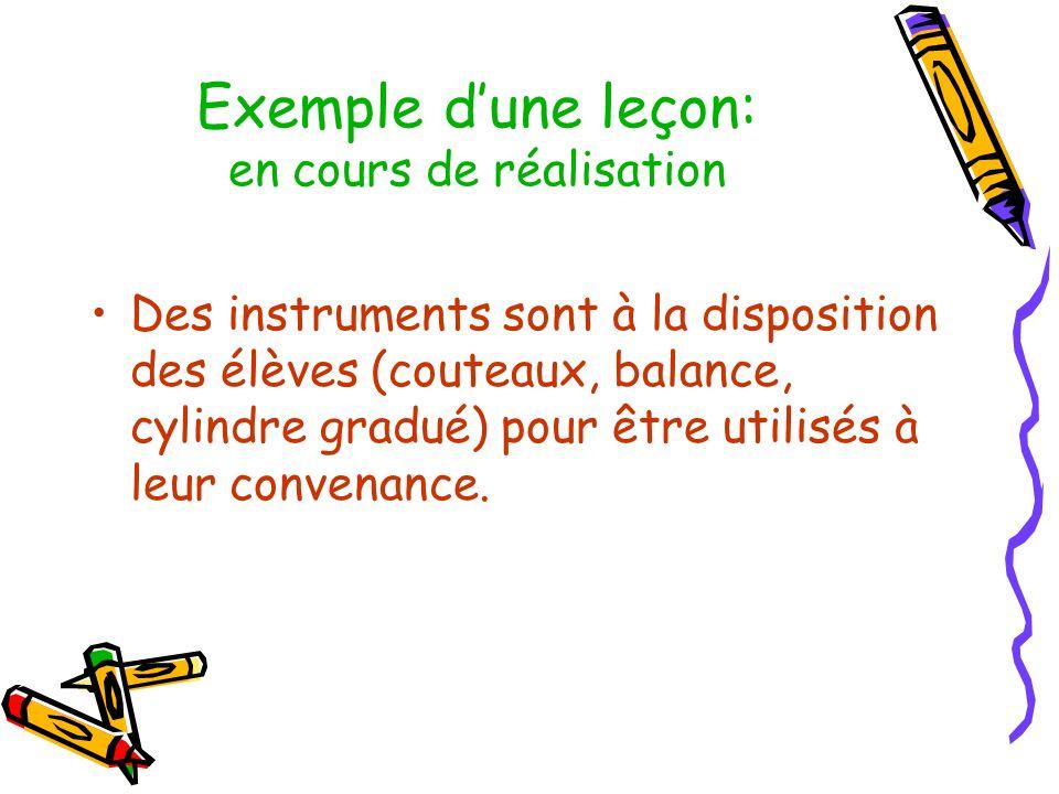 Exemple dune leçon: en cours de réalisation Des instruments sont à la disposition des élèves (couteaux, balance, cylindre gradué) pour être utilisés à