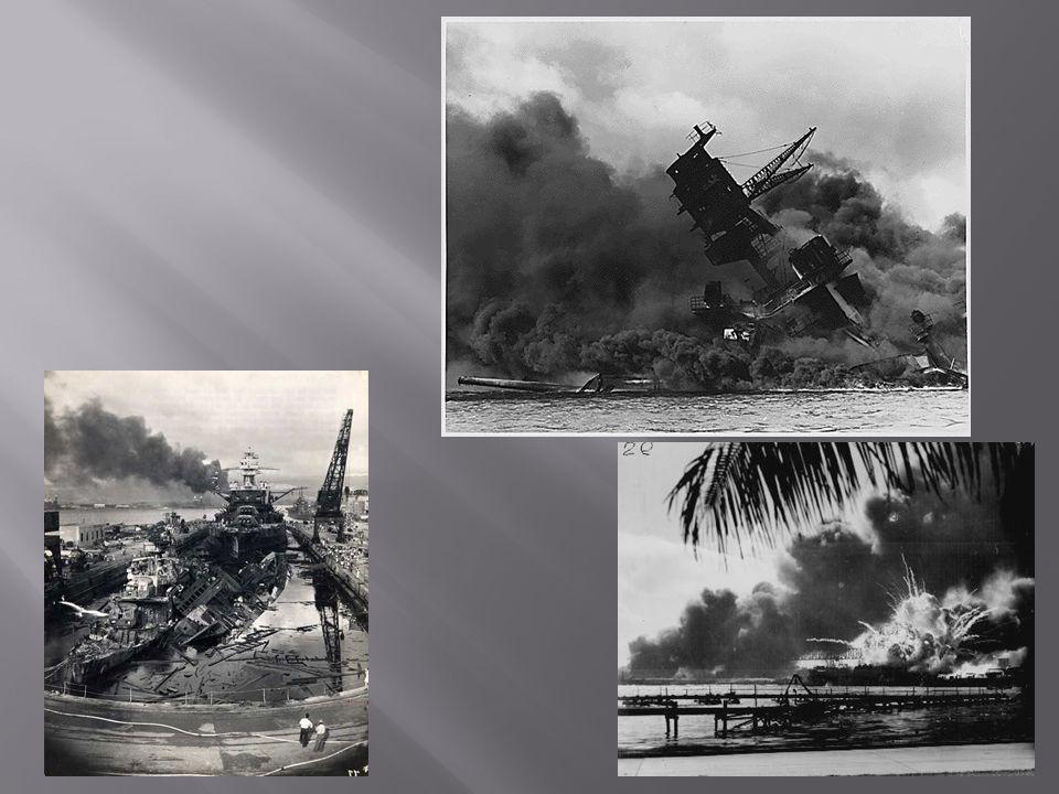 Les japonais attaquent Pearl Harbor aux États- Unis à Hawaï en 1941.