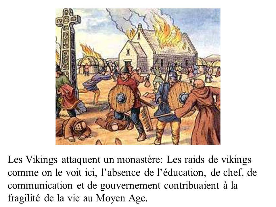 Les Vikings attaquent un monastère: Les raids de vikings comme on le voit ici, labsence de léducation, de chef, de communication et de gouvernement co