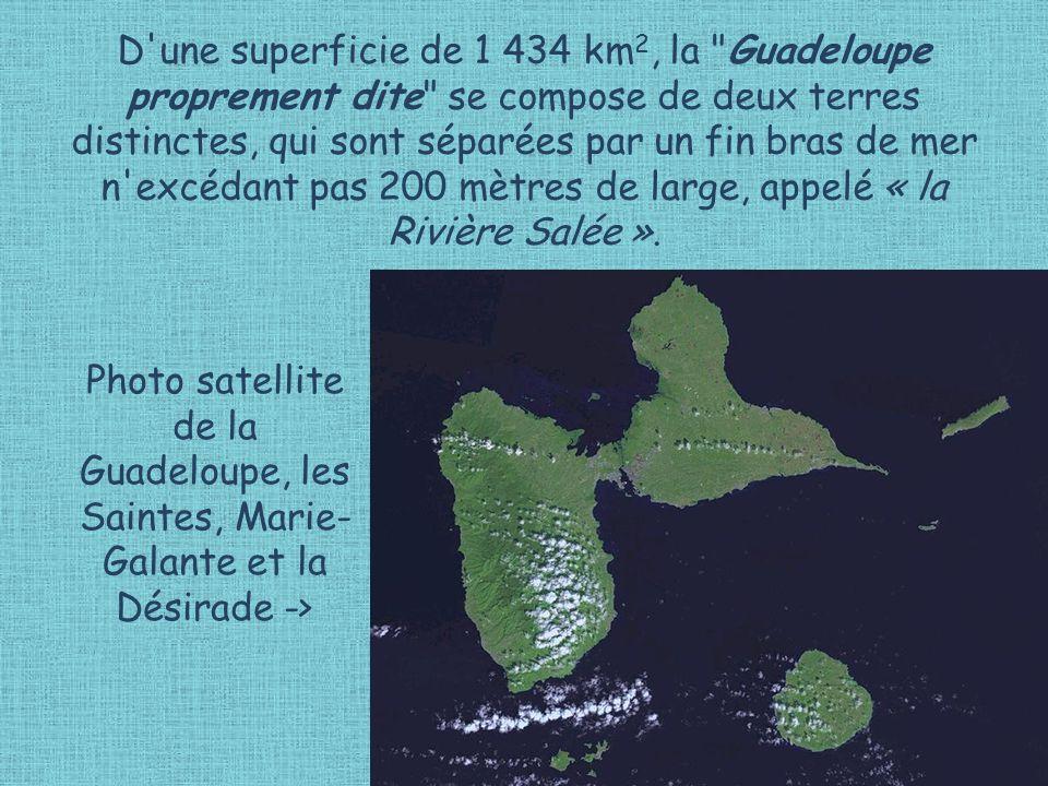 D une superficie de 1 434 km 2, la Guadeloupe proprement dite se compose de deux terres distinctes, qui sont séparées par un fin bras de mer n excédant pas 200 mètres de large, appelé « la Rivière Salée ».