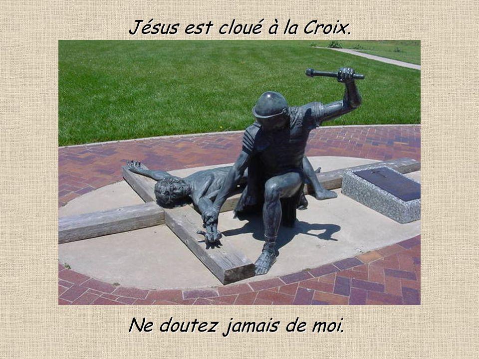 12 Il prie pour toi et pour moi pour tous ceux qui lon crucifié.