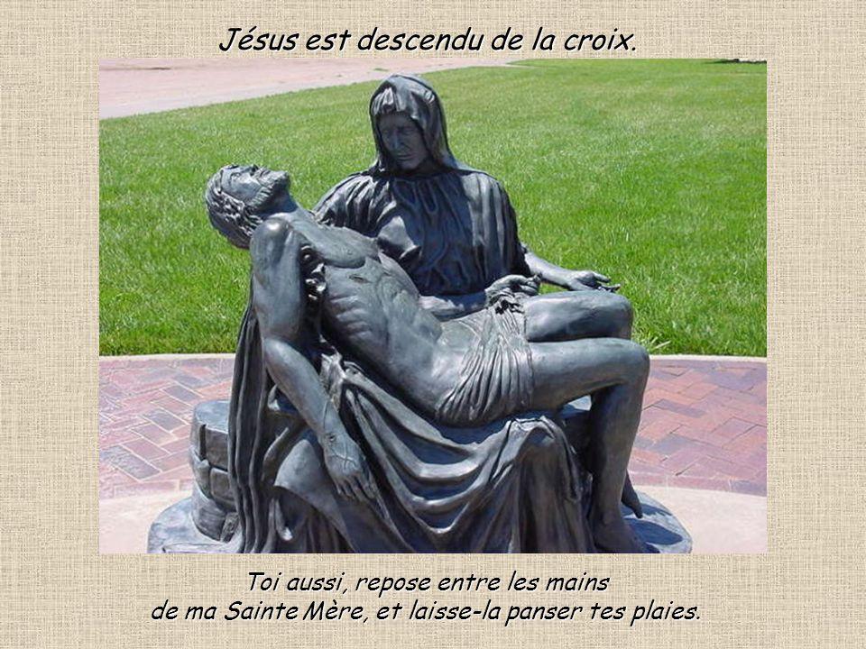 Un geste dAMOUR de Jésus.Mère voilà ton fils et à Jean voilà ta mère.