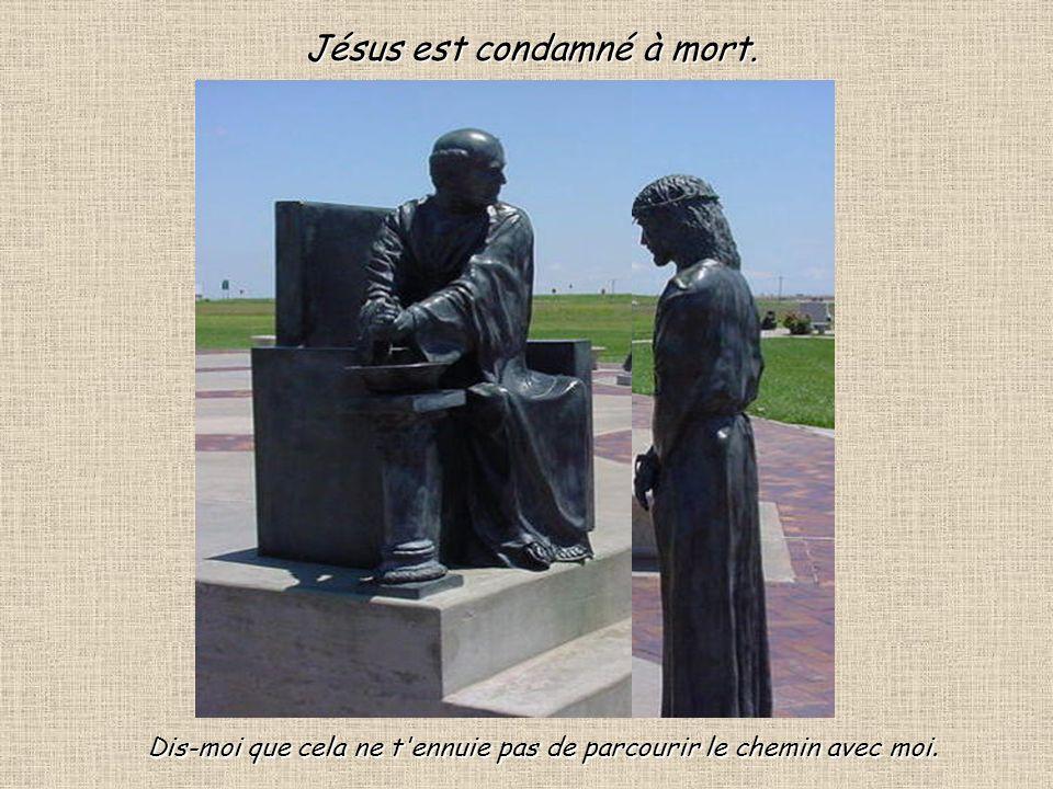 3 Devant le conseil religieux des grand Prêtre Jésus se tait, il souffre en silence.