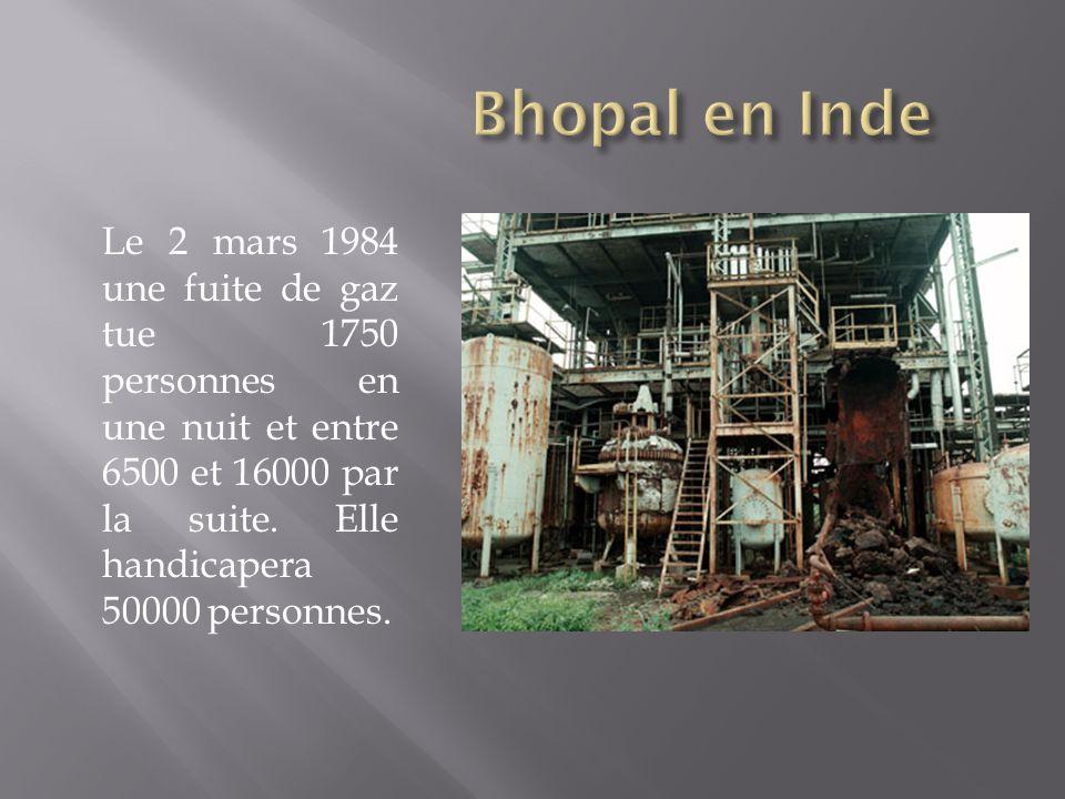 Le 2 mars 1984 une fuite de gaz tue 1750 personnes en une nuit et entre 6500 et 16000 par la suite. Elle handicapera 50000 personnes.