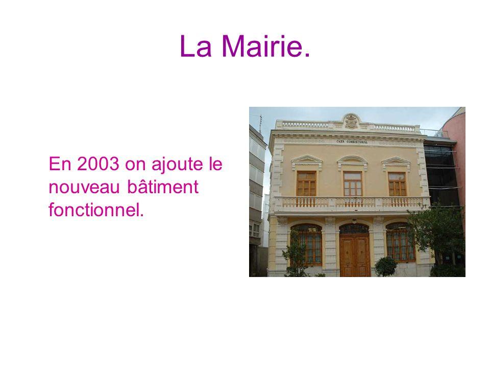 La Mairie. En 2003 on ajoute le nouveau bâtiment fonctionnel.