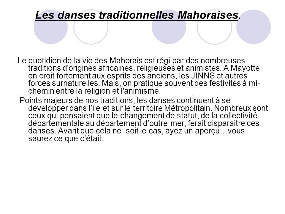 Les danses traditionnelles Mahoraises. Le quotidien de la vie des Mahorais est régi par des nombreuses traditions d'origines africaines, religieuses e