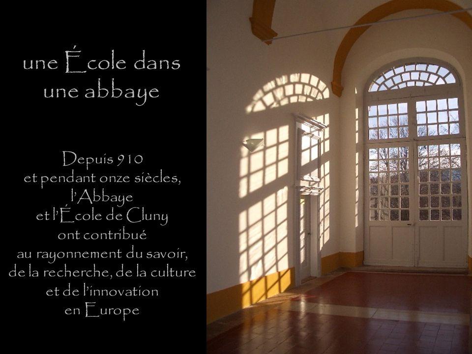 une École dans une abbaye Depuis 910 et pendant onze siècles, lAbbaye et lÉcole de Cluny ont contribué au rayonnement du savoir, de la recherche, de la culture et de linnovation en Europe