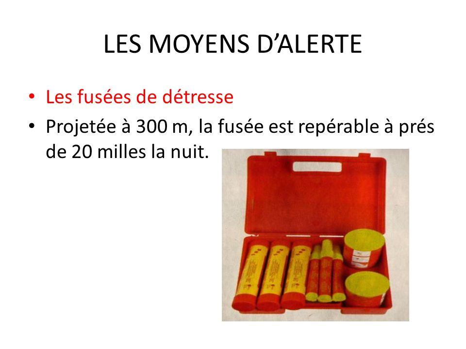 LES MOYENS DALERTE Les fusées de détresse Projetée à 300 m, la fusée est repérable à prés de 20 milles la nuit.