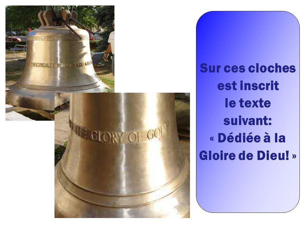 Sur ces cloches est inscrit le texte suivant: « Dédiée à la Gloire de Dieu! »
